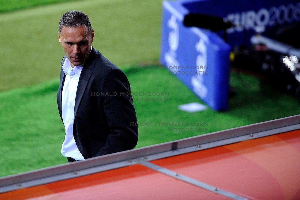 09-06-2008 VOETBAL: EURO 2008 NEDERLAND - ITALIE: BERN<br /> Nederland wint met een overtuigende 3-0 van Wereldkampioen Italie / Marco van Basten<br /> &copy;2008-WWW.FOTOHOOGENDOORN.NL