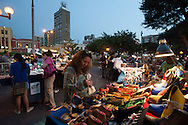 Every afternoon in the central park of Miraflores is the craft market.
