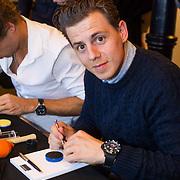NLD/Amsterdam/20131003 -  Dad's moment , Mike Weerts zet horloge in elkaar