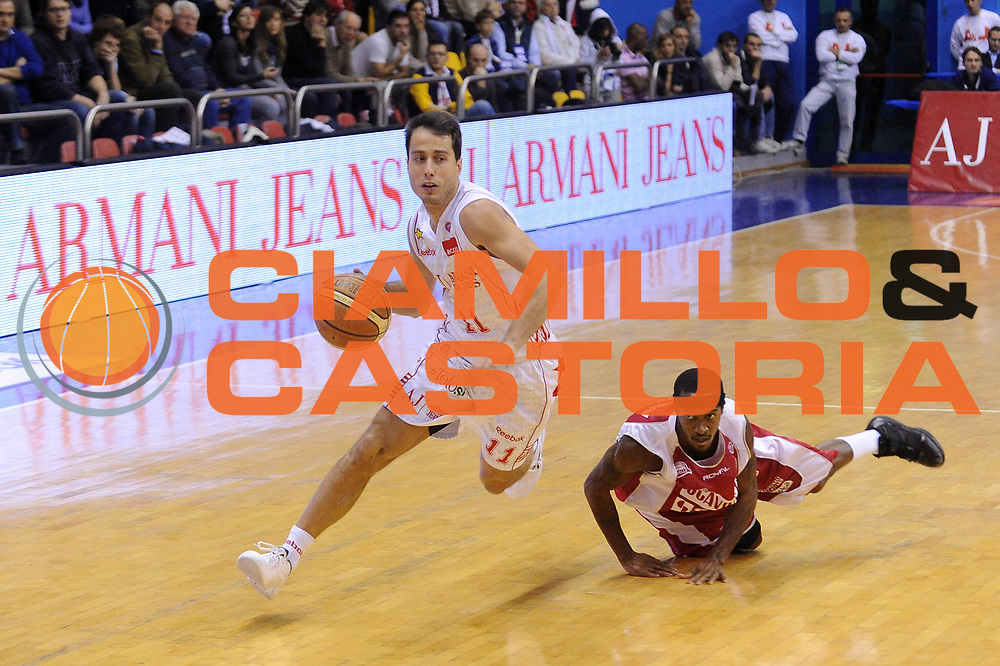 DESCRIZIONE : Milano Lega A 2009-10 Armani Jeans Milano Scavolini Spar Pesaro<br />GIOCATORE : Massimo Bulleri<br />SQUADRA : Armani Jeans Milano<br />EVENTO : Campionato Lega A 2009-2010<br />GARA : Armani Jeans Milano Scavolini Spar Pesaro<br />DATA : 29/11/2009<br />CATEGORIA : palleggio equilibrio<br />SPORT : Pallacanestro<br />AUTORE : Agenzia Ciamillo-Castoria/A.Dealberto<br />Galleria : Lega Basket A 2009-2010<br />Fotonotizia : Milano Campionato Italiano Lega A 2009-2010 Armani Jeans Milano Scavolini Spar Pesaro<br />Predefinita :