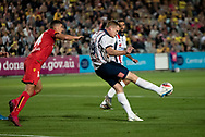 GOSFORD, AUSTRALIA - OCTOBER 02: Central Coast Mariners forward Matthew Simon (19) kicks the ball during the FFA Cup Semi-final football match between Central Coast Mariners and Adelaide United on October 02, 2019 at Central Coast Stadium in Gosford, Australia. (Photo by Speed Media/Icon Sportswire)