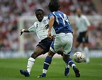 Photo: Lee Earle.<br /> England v Israel. UEFA European Championships Qualifying. 08/09/2007.England's Shaun Wright-Phillips (L) battles with Yoav Ziv.