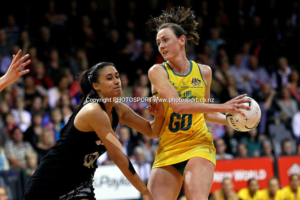 Australia's Rebecca Bulley competes against Silver Fern's Maria Tutaia. New World Quad Series, New Zealand Silver Ferns v Australian Diamonds at Claudelands Arena, Hamilton, New Zealand. Thursday 1st November 2012. Photo: Anthony Au-Yeung / photosport.co.nz