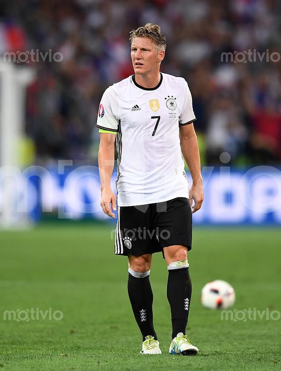 FUSSBALL EURO 2016 HALBFINALE IN MARSEILLE  Deutschland - Frankreich                 07.07.2016 Bastian Schweinsteiger  (lDeutschland) ist zur Halbzeit enttaeuscht