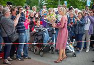 13-6-2017  Nieuw-Buinen - Koningin Maxima geeft op dinsdagochtend 13 juni in het Drentse Nieuw-Buinen het startsein voor de 12eeditie van Burendag. Dit jaar vindt Burendag op 23 september plaats. Op deze dag worden in Nederland duizenden activiteiten georganiseerd die buren dichterbij elkaar brengen.  COPYRIGHT ROBIN UTRECHT<br /> <br /> 13-6-2017 New Buinen - Queen Maxima announces the start of the 12th edition of Burendag on Tuesday, June 13th in Drenthe Nieuw-Buinen. This year Burendag will take place on September 23rd. On this day, thousands of activities are being organized in the Netherlands that bring neighbors closer together. COPYRIGHT ROBIN UTRECHT