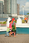 Kuna native mother and children at Cinta Costera bayside road. Panama City, Panama, Central America.