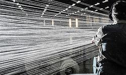 Operario trabalhando em tecelagem no Interior de SP./ Laborer working on weaving. SP - Brasil, 2008