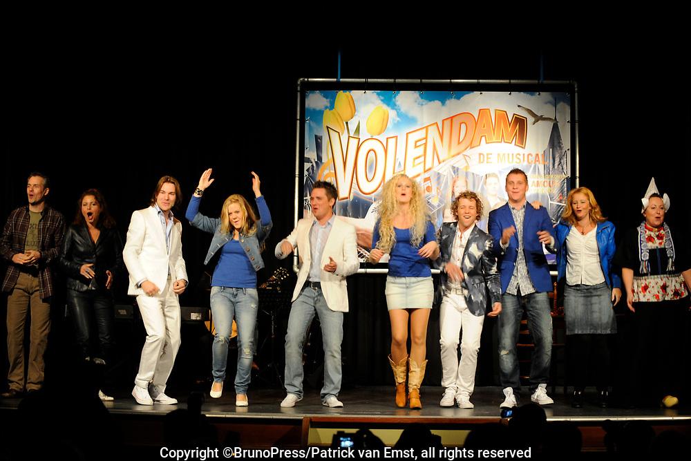 Perspresentatie Volendam, de Musical in de Josef, Volendam.<br /> <br /> Op de foto:<br /> <br /> <br />  Maaike van Widdershoven , Stefan de Kogel , Job Bovelander , Hilke Bierman , <br /> Rick Sessink , Sander Eckhardt , Ylva Wichers Schreur , Kaily van Starrenburg ,<br /> Ruud van Overdijk , Jasper Kerkhof en Metta Gramberg
