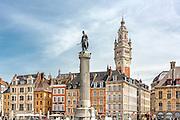 Vue sur la grande place de Lille avec au premier plan la statue : la colonne de la déèsse // View of Grand'Place of Lille with Colonne de la déesse statue in foreground
