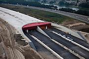 Nederland, Utrecht, Leidsche Rijn, 19-09-2009; aanleg landtunnel A2, ook wel overkluizing A2. De ingang van de tunnel, gezien naar het Noorden (richting Lage Weide). De bovengrondse tunnel wordt gebouwd om geluidsoverlast tegen te gaan. Ook verwacht men door aanleg van gebouwen en een park op het dak van de overkapping, de barrierewerking van de snelweg, gelegen tussen Leidsche Rijn en het centrum van Utrecht, tegen te gaan. Ook wordt de snelweg verlegd, verder af van het Amsterdam-Rijnkanaal (rechts in beeld), daardoor ontstaat ruimte voor een woonwijk op de plaats van de oude weg. Construction of a overground tunnel to reduce noise nuisance and overcome the psychological barrier of the motorway between this area en the centre of Utrecht.luchtfoto (toeslag), aerial photo (additional fee required).foto/photo Siebe Swart