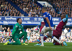 Richarlison of Everton (C) has a shot at goal - Mandatory by-line: Jack Phillips/JMP - 19/10/2019 - FOOTBALL - Goodison Park - Liverpool, England - Everton v West Ham United - English Premier League