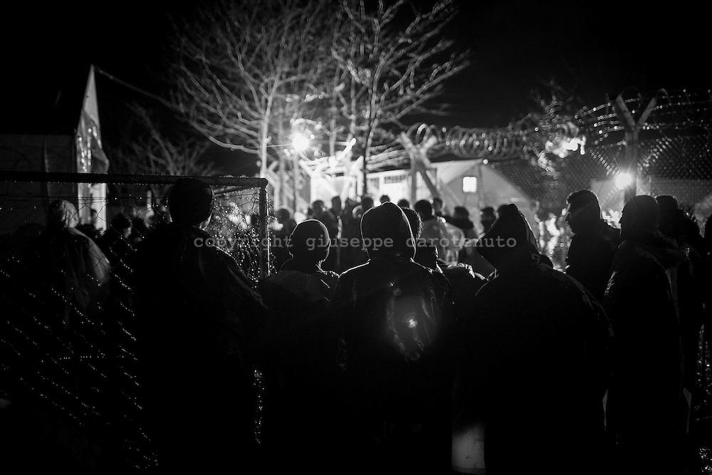 03 March 2016, Greece, Idomeni - Migrants and refugees wait to cross the Greek-Macedonian border near the village of Idomeni.