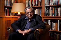31 MAY 2010, BERLIN/GERMANY:<br /> Jagdish Natwarlal Bhagwati, indischer Oekonom und Professor fuer Politik und Wirtschaft an der Columbia University, nach einem Interview, Bibiothek der American Academy<br /> IMAGE: 20100531-02-120<br /> KEYWORDS: Jagdish Bhagwati, Ökonom