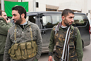 January 11, 2012, Homs, Syria. Syrian militia's in front of the hotel of a group of international journalists during the civil war. <br /> <br /> 11 janvier, 2012, Homs, Syrie. Des milices syriennes devant l'hôtel d'un groupe de journalistes internationaux pendant la guerre civile.