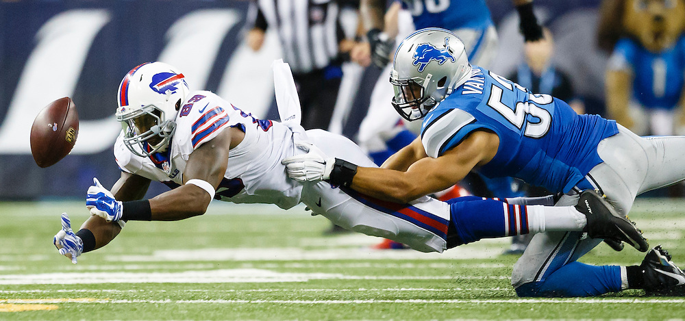 Buffalo Bills tight end Chris Gragg (89) can't hold onto the ball as Detroit Lions outside linebacker Kyle Van Noy (53) defends in the second half of an preseason NFL football game at Ford Field in Detroit, Thursday, Sept. 3, 2015. (AP Photo/Rick Osentoski)