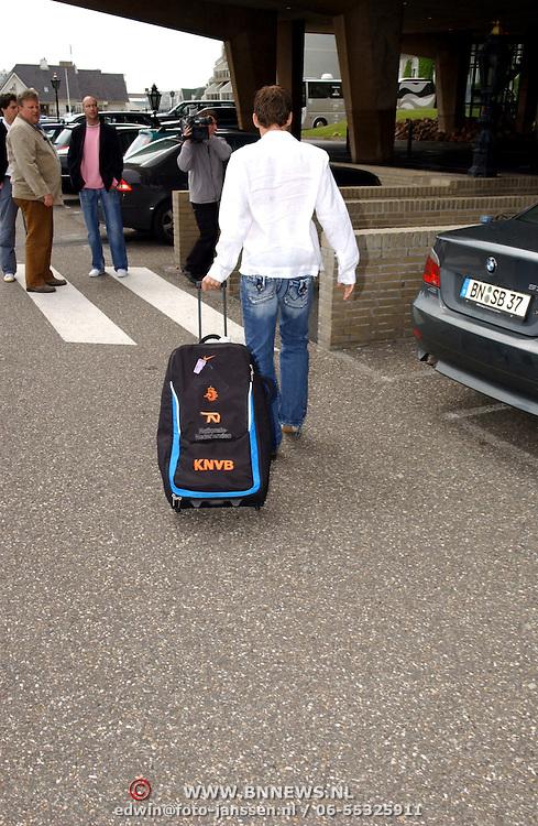 NLD/Noordwijk/20050525 - Aankomst spelers Nederlands voetbal elftal in Huis ter Duin Noordwijk, Arjen Robben