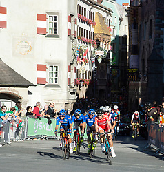 27.09.2018, Innsbruck, AUT, UCI Straßenrad WM 2018, Straßenrennen, Junioren, von Kufstein nach Innsbruck (138,4 km), im Bild das Feld in Innsbruck // the peleton in Innsbruck during the road race of the Junior Men from Kufstein to Innsbruck (138,4 km) of the UCI Road World Championships 2018. Innsbruck, Austria on 2018/09/27. EXPA Pictures © 2018, PhotoCredit: EXPA/ Reinhard Eisenbauer