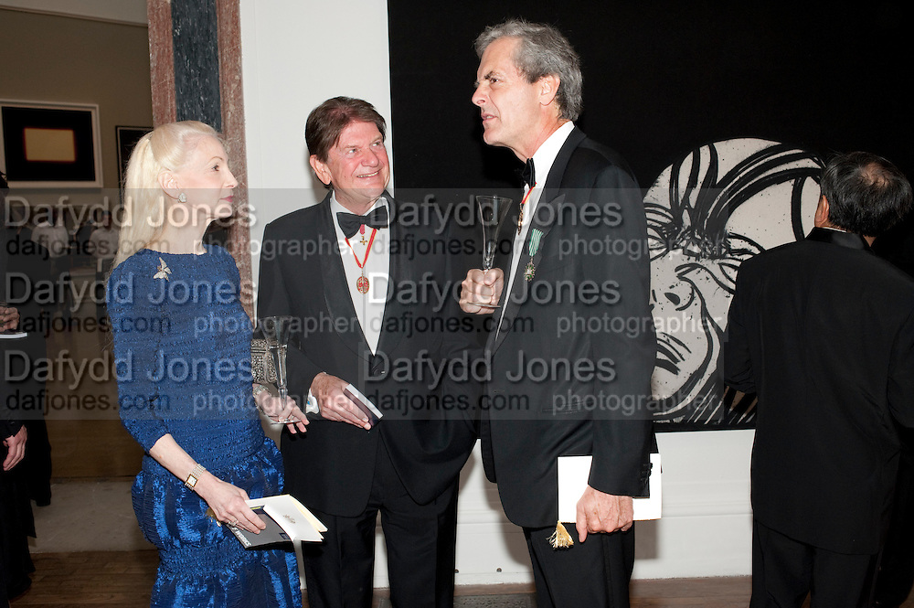 LADY JUDGE; SIR JOHN MADESJSKI; SIR MARK JONES, Royal Academy of Arts Annual dinner. Royal Academy. Piccadilly. London. 1 June <br /> <br />  , -DO NOT ARCHIVE-© Copyright Photograph by Dafydd Jones. 248 Clapham Rd. London SW9 0PZ. Tel 0207 820 0771. www.dafjones.com.