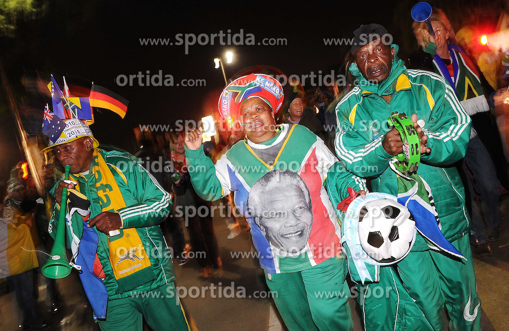 16.06.2010, Versfeld-Stadion, Pretoria, RSA, FIFA WM 2010, RSA, FIFA WM 2010, Südafrika vs Uruguay im Bild Fanfeature Südafrika, EXPA Pictures © 2010, PhotoCredit: EXPA/ InsideFoto/ G. Perottino, ATTENTION! FOR AUSTRIA AND SLOVENIA ONLY!!! / SPORTIDA PHOTO AGENCY
