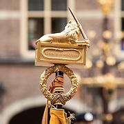 NLD/Den Haag/20190917 - Prinsjesdag 2019, Op de Nederlandse Leeuw bovenop het vaandel staat na drie jaar koningsschap nog steeds koningin en vaderland