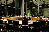 26 FEB 2007, BERLIN/GERMANY:<br /> Joschka Fischer (von hinten, Mitte), Bundesaussenminister a.D., 1. Untersuchungsausschuss, der sog. BND-Untersuchungsausschuss, des 16. Deutschen Bundestages, Anhoerungssaal, Marie-Elisabeth-Lueders-Haus, Deutscher Bundestag<br /> IMAGE: 20070226-04-020<br /> KEYWORDS: Übersicht, Uebersicht