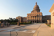Texas State Capitol, containing the Texas Legislature and the Office of the Governor, designed in 1881 by Elijah E Myers and built 1882-88, Austin, Texas, USA. On the left is the underground 4-storey inverted rotunda extension, built 1993. The building is in Italian Neo-Renaissance style, with both Corinthian and Doric details and a large central dome. The State Capitol houses the Senate, Governor's Office, House of Representatives and Supreme Court. It is listed on the National Register of Historic Places and is a National Historic Landmark. Picture by Manuel Cohen