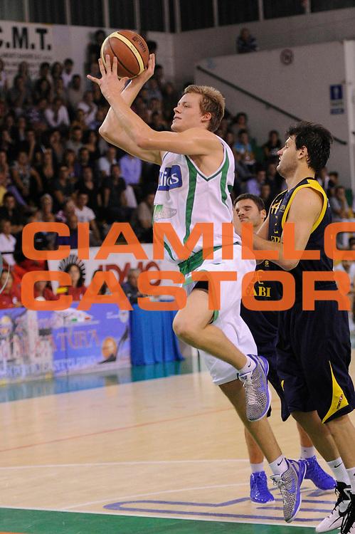 DESCRIZIONE : Porto Sant Elpidio Lega A 2011-2012 Torneo Della Calzatura Sidigas Avellino Fabi Shoes Montegranaro<br /> GIOCATORE : Viktor Goddefors<br /> CATEGORIA : tiro penetrazione<br /> SQUADRA : Sidigas Avellino<br /> EVENTO : Campionato Lega A 2011-2012<br /> GARA : Sidigas Avellino Fabi Shoes Montegranaro<br /> DATA : 25/09/2011<br /> SPORT : Pallacanestro<br /> AUTORE : Agenzia Ciamillo-Castoria/C.De Massis<br /> GALLERIA : Lega Basket A 2011-2012<br /> FOTONOTIZIA : Porto Sant Elpidio Lega A 2011-2012 Torneo Della Calzatura Sidigas Avellino Fabi Shoes Montegranaro<br /> PREDEFINITA :