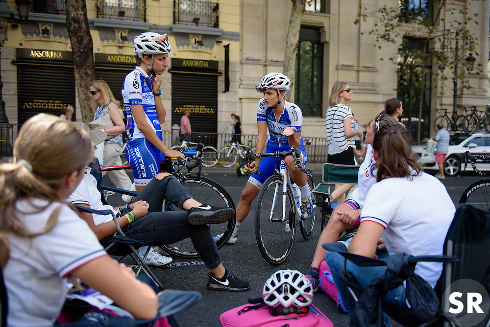 Maria Giulia Confalonierei (Lensworld Zannata) catches up with old friends ahead of the Madrid Challenge by La Vuelta an 87km road race in Madrid, Spain on 11th September 2016.