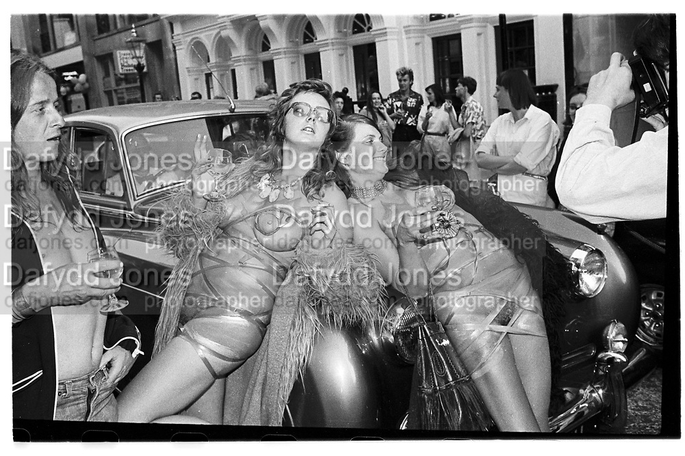 Jennifer Binnie +_ ? Neo Naturists from James Birch Fine art. Cork St.  Party. ondon. 5 July 1984. SUPPLIED FOR ONE-TIME USE ONLY> DO NOT ARCHIVE. © Copyright Photograph by Dafydd Jones 248 Clapham Rd.  London SW90PZ Tel 020 7820 0771 www.dafjones.com