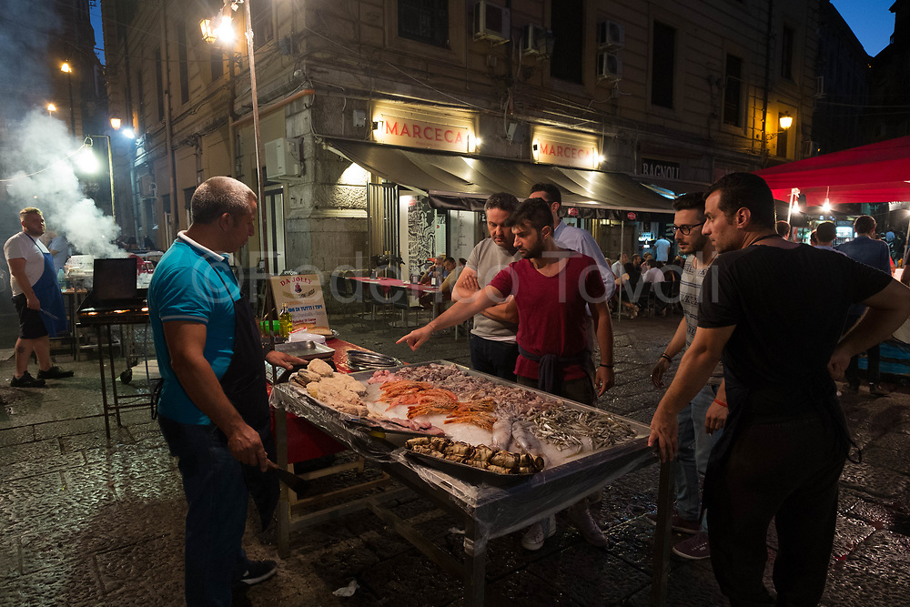 Contrary to Ballarò, Vucciria's market is dying, it is saved for the fashion of street food, in the evening in one of its squares you can order food to be eaten on-site, with a beer bought in a nearby bar