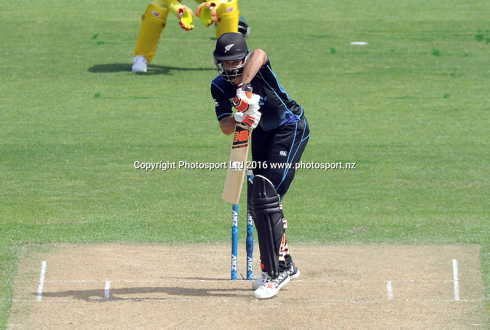 New Zealand's Grant Elliott bats in the 2nd match of the Chappell-Hadlee ODI series, New Zealand vs Australia, Westpac Stadium, Wellington, Saturday, February, 06, 2016. Copyright photo: Kerry Marshall / www.photosport.nz