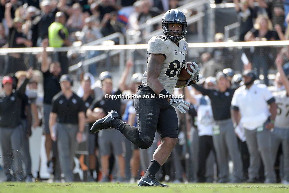 Central Florida tight end Jordan Akins (88) runs in for a touchdown after catching a pass during the first half of the American Athletic Conference championship NCAA college football game against Memphis Saturday, Dec. 2, 2017, in Orlando, Fla. (Photo by Phelan M. Ebenhack)