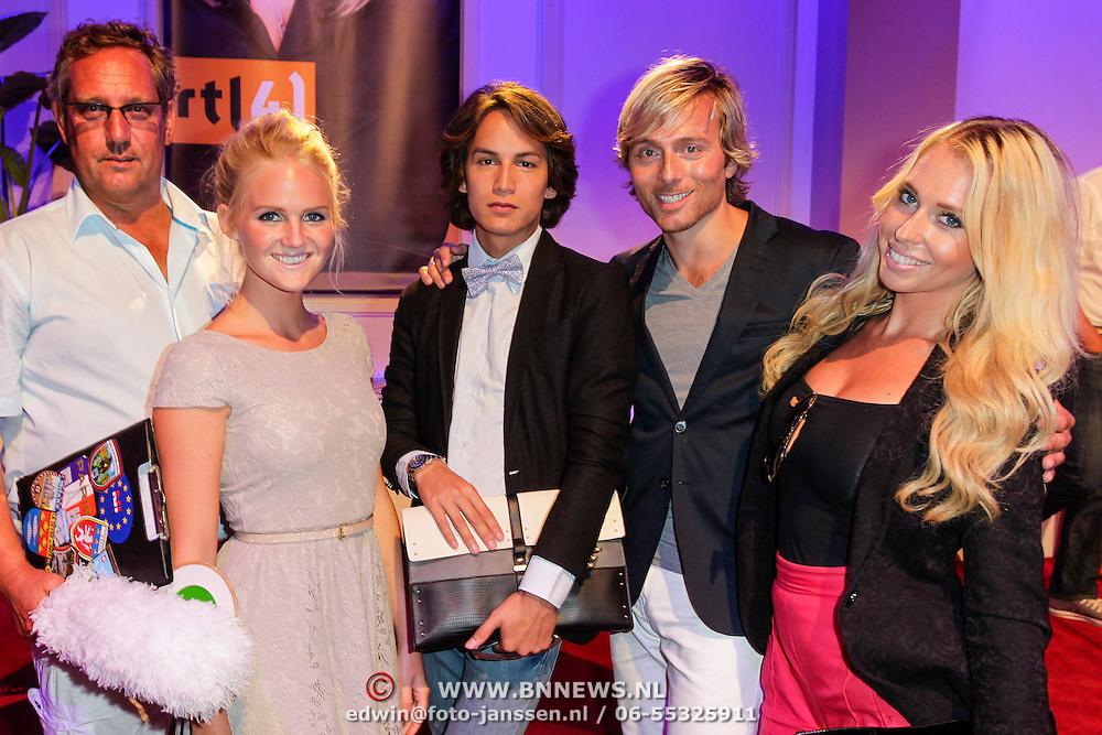 NLD/Hilversum/20120821 - Perspresentatie RTL Nederland 2012 / 2013, Oh Oh Europa, reisleider Erwin, Kelly, Mika, Martijn en Jill