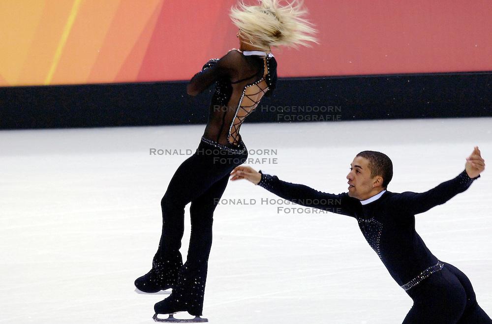 11-02-2006 KUNSTSCHAATSEN: OLYMPISCHE SPELEN: TORINO<br /> Aliona Savchenko en Robin Szolkowy (DUI) worden 6de<br /> &copy;2006-WWW.FOTOHOOGENDOORN.NL
