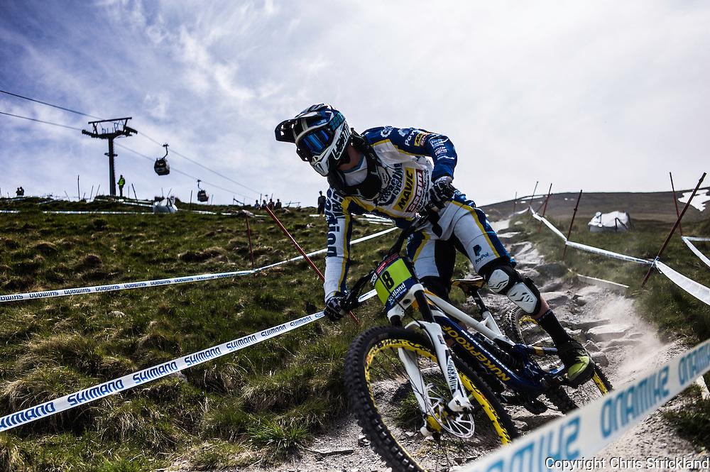 Nevis Range, Fort William, Scotland, UK. 3rd June 2016. Elliott Heap kicks up some dust during practice. The worlds leading mountain bikers descend on Fort William for the UCI World Cup on Nevis Range.