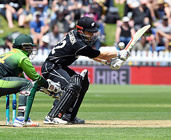 New Zealand's Kane Williamson bats in front of Pakistan's Sarfraz Ahmed in the first one day cricket international at the Basin Reserve, Wellington, New Zealand, Saturday, January 06, 2018. Credit:SNPA / Ross Setford  **NO ARCHIVING**
