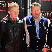 NLD/Amsterdam/20101103- Filmpremiere Sint de film, Joost Buitenweg en zoon