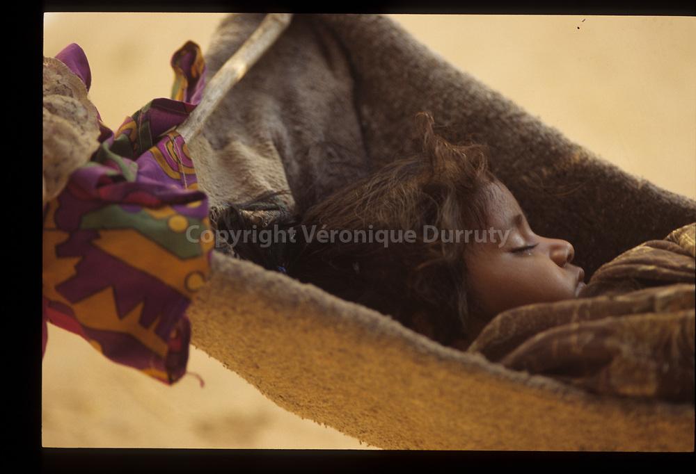 L'enfant Do, Hampi; Karnataka, Inde du Sud // Sleeping child, Hampi, Karnataka, Southern India
