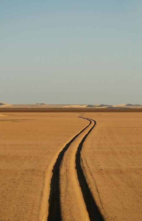 Car tracks, Skeleton Coast Camp, Wilderness Safaris, Skeleton Coast National Park, Kaokoland, Kunene Region, Namibia..