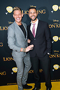 Nederlandse galapremiere van de Disney-klassieker Lion King in Pathe Tuschinski, Amsterdam.<br /> <br /> Op de foto:  Ferry Doedens met partner Raphael Vieira
