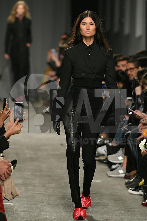 LISBOA, PORTUGAL, 22.03.2017 - PORTUGAL FASHION - Modelo desfilando para a grife Alves Gonçalves durante o show no Portugal Fashion, na Cordoaria Nacional, em Lisboa, Portugal, nessa quarta-feira 22. (Foto: Bruno de Carvalho / Brazil Photo Press)