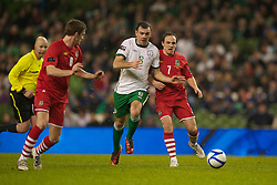 DUBLIN, IRELAND - Tuesday, February 8, 2011: Wales' David Vaughan and the Republic of Ireland's Darron Gibson during the opening Carling Nations Cup match at the Aviva Stadium (Lansdowne Road). (Photo by David Rawcliffe/Propaganda)