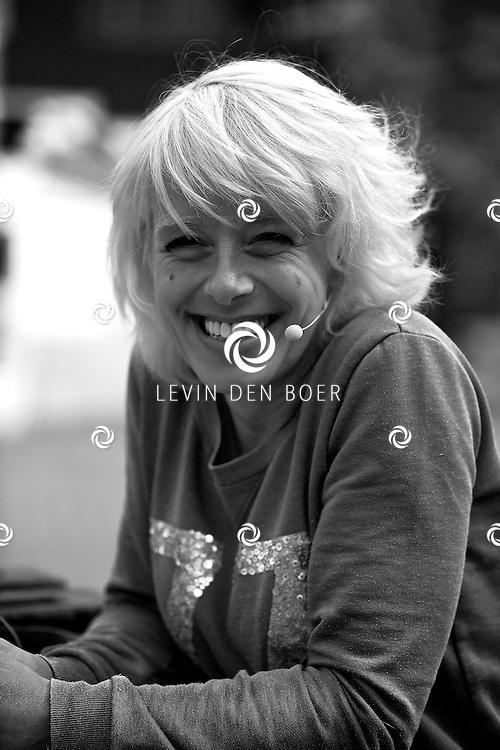AMMERZODEN - TV Gelderland is neergestreken in het gelderse dorpje Ammerzoden. Met hier op de foto  de presentatrice Angelique Krüger. FOTO LEVIN DEN BOER - PERSFOTO.NU