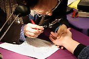 Nederland, Nijmegen, 2-3-2003..Handlezen op een paranormaal beurs...Handlijnen, new age, bijgeloof, alternatieve geneeskunde..kwakzalverij, suggestie, gezondheid..Foto: Flip Franssen