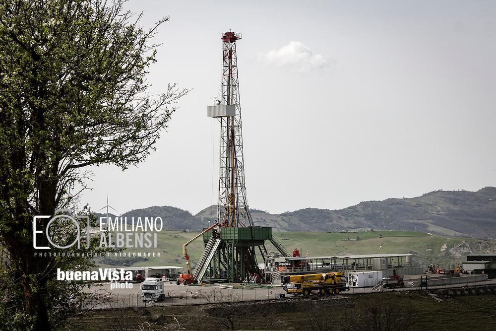Corleto Perticara, Basilicata, Italia, 04/04/2016. <br /> Il pozzo Gorgoglione 2, che fa parte del progetto Tempa Rossa di Total, nei comuni di Corleto Perticara e Gorgoglione, in Basilicata<br /> <br /> Corleto Perticara, Basilicata, Italy, 04/04/2016. <br /> The oil well &ldquo;Gorgoglione 2&rdquo;, that is one of the well of Tempa Rossa project owned by Total, in the municipalities of Corleto Perticara and Gorgoglione, in Basilicata region.