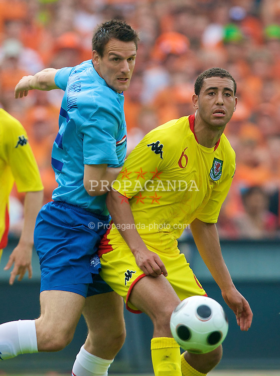 ROTTERDAM, THE NETHERLANDS - Sunday, June 1, 2008: Wales' Lewin Nyatanga and the Netherlands' Jan Vennegoor of Hesselink during the international friendly match at the de Kuip Stadium. (Photo by David Rawcliffe/Propaganda)