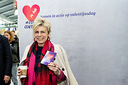 Prinses Laurentien en bekende nederlanders voeren op Valentijnsdag echte gesprekken op station Utrecht Centraal als onderdeel van de actie #echtcontact.<br /> <br /> Op de foto:  Prinses Laurentien