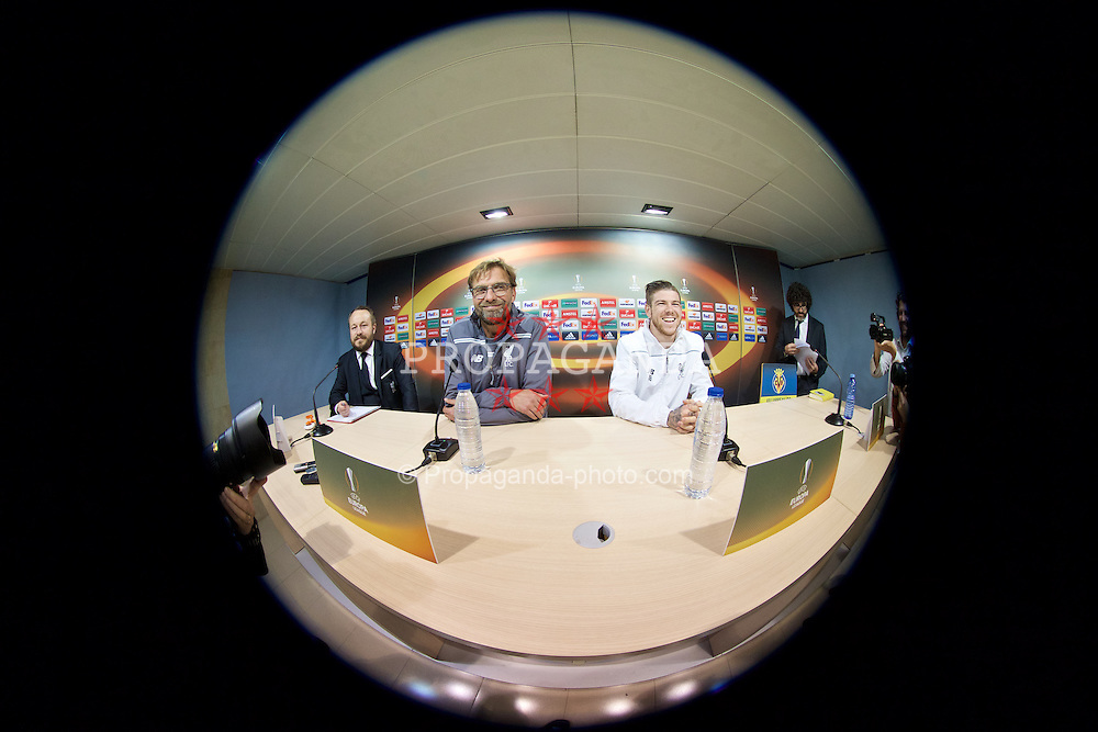 VILLRREAL, SPAIN - Wednesday, April 27, 2016: Liverpool's manager Jürgen Klopp and Alberto Moreno during a press conference ahead of the UEFA Europa League Semi-Final 1st Leg match against Villarreal CF at Estadio El Madrigal. (Pic by David Rawcliffe/Propaganda)