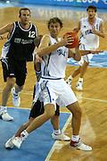 ATENE, 15 AGOSTO 2004<br /> BASKET, OLIMPIADI ATENE 2004<br /> ITALIA - NUOVA ZELANDA<br /> NELLA FOTO: GIACOMO GALANDA<br /> FOTO CIAMILLO