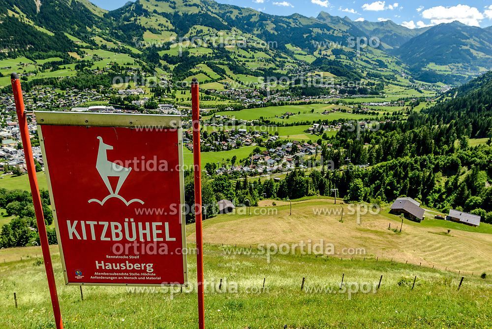 THEMENBILD - Der Blick über die Hausbergkante in die Kompression und Einfahrt in die Traverse mit der Stadt Kitzbühel im Hintergrund, aufgenommen am 26. Juni 2017, Kitzbühel, Österreich // The view over the Hausbergkante into the compression and entrance into the traverse with the city of Kitzbuehel in the background at the Streif, Kitzbühel, Austria on 2017/06/26. EXPA Pictures © 2017, PhotoCredit: EXPA/ Stefan Adelsberger